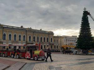 Кропивницький: Почалася підготовка до Різдвяного ярмарку (ФОТО)