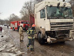 У селі Любомирка вантажівка ледве не в'їхала у приватний будинок (ФОТО)
