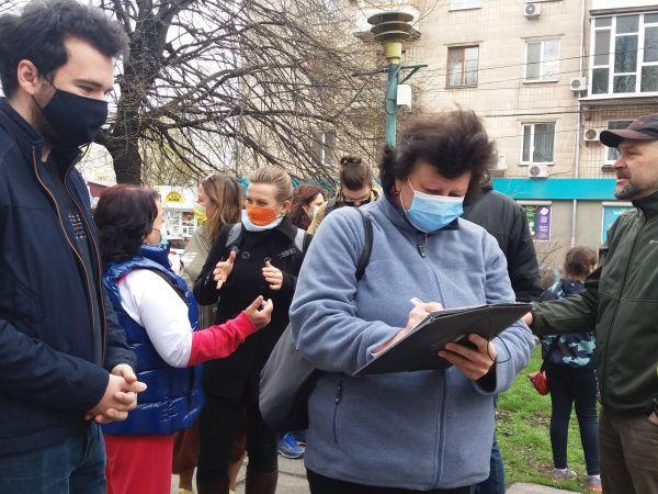 У Кропивницькому триває збір підписів за збереження дерев у Центральному сквері