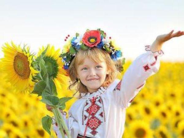 """18 травня - День українського національного вбрання """"День вишиванки""""."""
