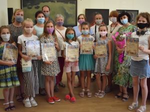 Кропивницький: У Музеї мистецтв розгорнули проект «Яблуневий світ»