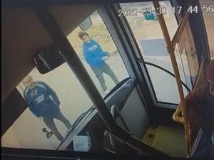 Кропивницький: Поліція встановила особу жінки, яка розбила скло автобуса