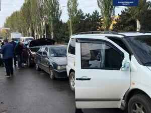 """У Кропивницькому навпроти оптового ринку  """"поцілувалися"""" три автівки"""