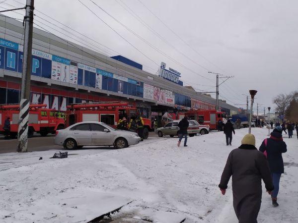 """Кропивницький: У торгівельному комплексі """"Полоса"""" сталося займання (ФОТО)"""