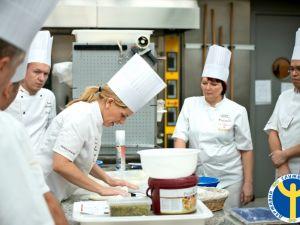 Роботодавці Кіровоградщини потребують сорок кухарів