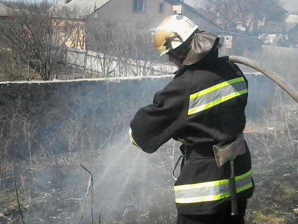 Учора в області загорілась величезна площа сухої трави (ФОТО)
