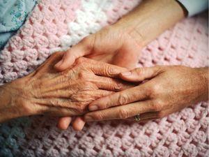 Кіровоградщина: Як рятували зачинену у квартирі непритомну пенсіонерку?