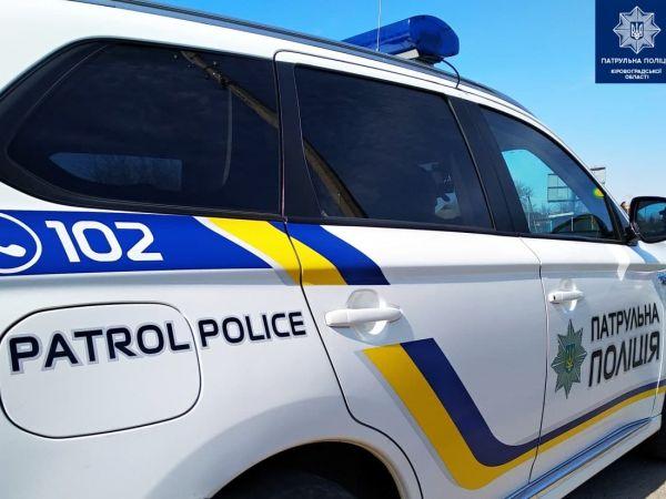 У Кропивницькому патрульні затримали чоловіка, який намагався проникнути до чужої автівки