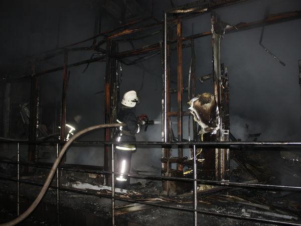 У Кропивницькому згоріли торгові павільйони на Попова (ФОТО)