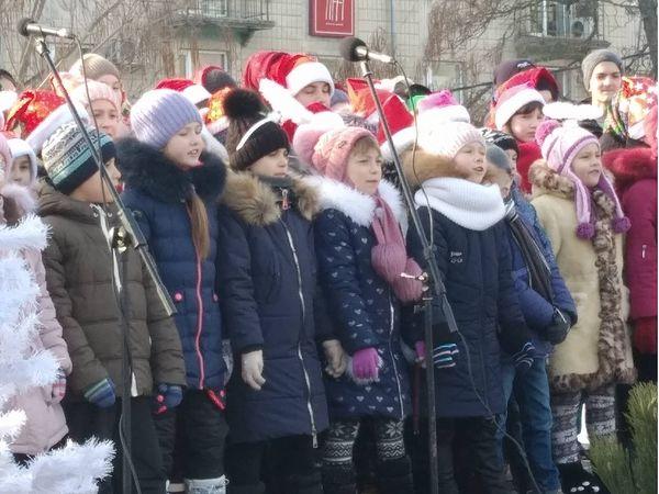 Кропивницький: Святкові колядки та щедрівки лунали на площі Героїв Майдану