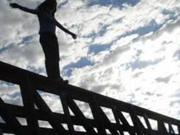 Кропивницький: На Ковалівському мосту дівчина ледь не вчинила самогубство (ВІДЕО)