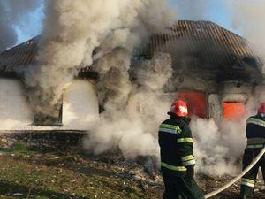 Минулої доби рятувальники Кіровоградщини приборкали чотири займання будинків