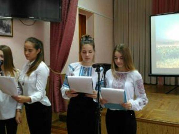 У Кропивницькому в гімназії Шевченка пройшла Урочиста лінійка до Дня Гідності