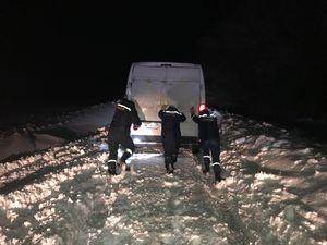Рятувальники Кіровоградщини продовжують надавати допомогу громадянам на автошляхах області