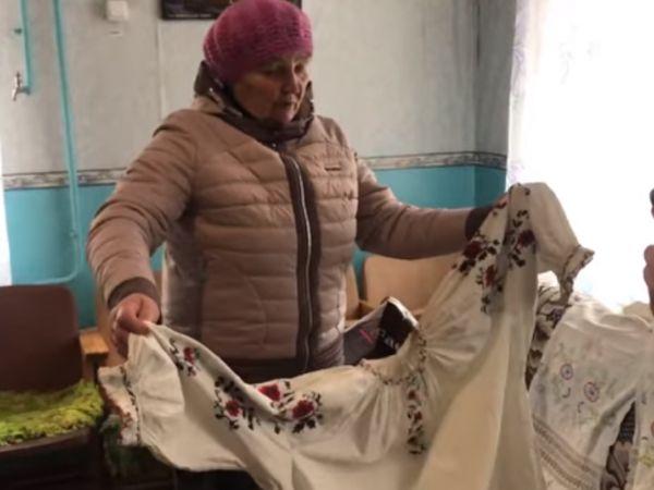 Кіровоградщина: Мешканка села Копенкувате демонструє вишиванку, якій 90 років (ВІДЕО)