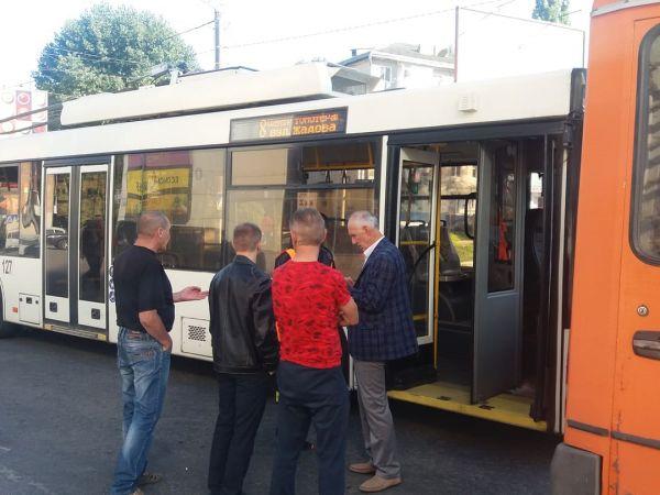 """Кропивницький: Біля """"Плазми"""" сталася ДТП за участі тролейбуса"""
