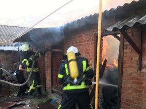 Кропивницький: Рятувальники загасили займання надвірної споруди