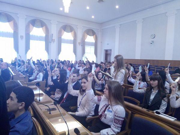 У Кропивницькому відбулася І сесія ХІІ скликання обласного парламенту дітей