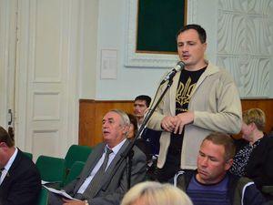 Кіровоградщина: Світловодські свободівці виключили зі складу виконкому заступника мера, якого зловили на хабарі