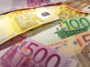 ПриватБанк забезпечує майже половину надходжень грошей українських заробітчан