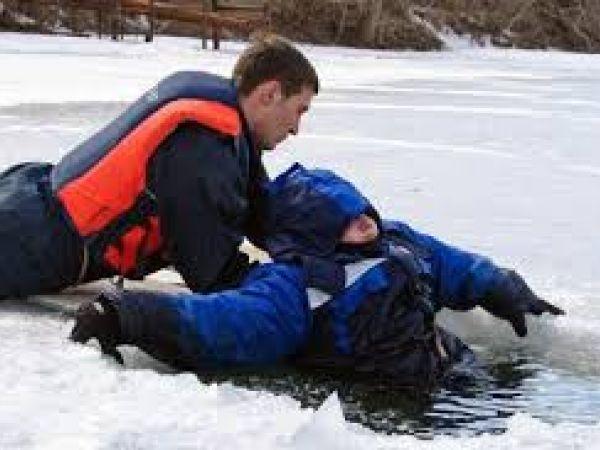 Ювенальна поліція представляє відеоролик про поведінку на льоду