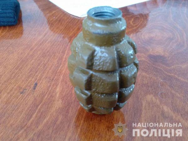 У Кропивницькому районі дільничий знайшов у чоловіка гранату