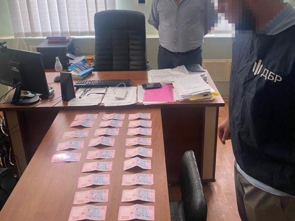 На Кіровоградщині затримали працівника прокуратури на хабарі (ФОТО)