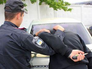 У центрі міста патрульні затримали п'яного іноземця (ВІДЕО)