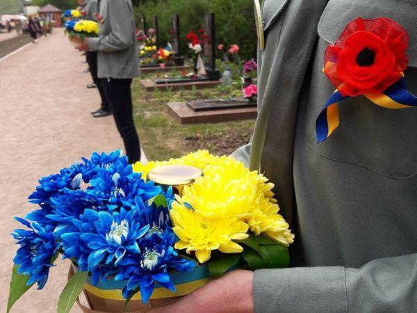 Вшанувати полеглих на сході воїнів  прийшли близько 300 кропивничан (ФОТО)
