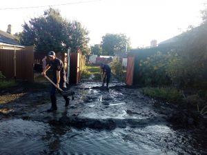 На Кущівці еменесники рятують жителів від каналізаційних вод