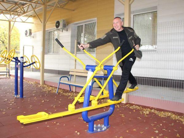Не ліками єдиними. У Кропивницькому учасники АТО проходять реабілітацію на спортмайданчику в госпіталі