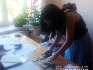Кіровоградщина: Посадову особу затримали на хабарі