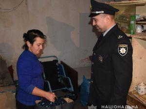 Кропивницький: Поліцейські передали родинам, які потребують допомоги, дитячий одяг