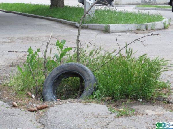 Кропивницький: На Куроп'ятникова провалився тротуар (ФОТО)