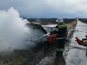 Новоархангельський район: Рятувальники приборкали займання легковика