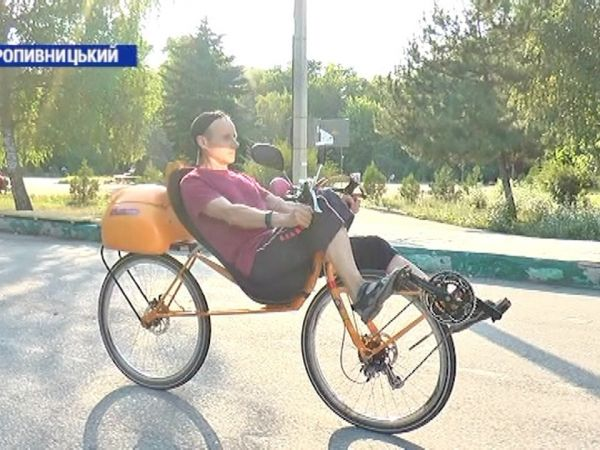 Кропивницький винахідник змайстрував напівлежачі велосипеди (ВІДЕО)