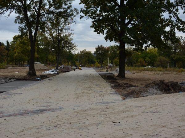 Кропивницький: У парку Перемоги тривають будівельні роботи (ФОТО)