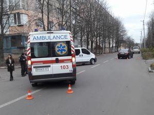 У Кропивницькому зіткнулися карета швидкої та легковик (ФОТО)
