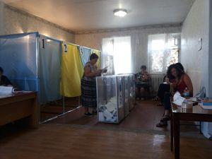 """""""Алкаш"""", """"кропива"""" і """"козел"""" - так називають у Кропивницькому кандидатів-мажоритарників"""