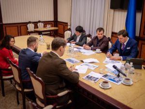 Олексій Гончарук доручив провести прозору приватизацію трьохсот об'єктів