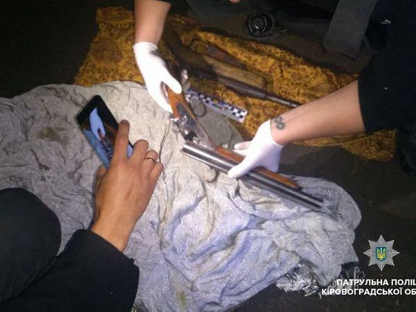 Кропивницькі патрульні вночі затримали чоловіків з наркотиками і зброєю (ФОТО)