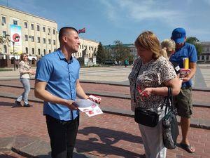 У центрі Кропивницького активісти роздавали ліки від байдужості (ФОТО)