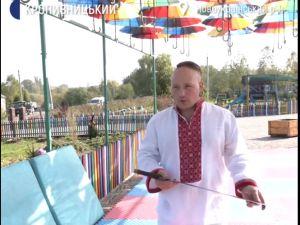Новоукраїнський козак навчає школярів козацькому двобою ВІДЕО)
