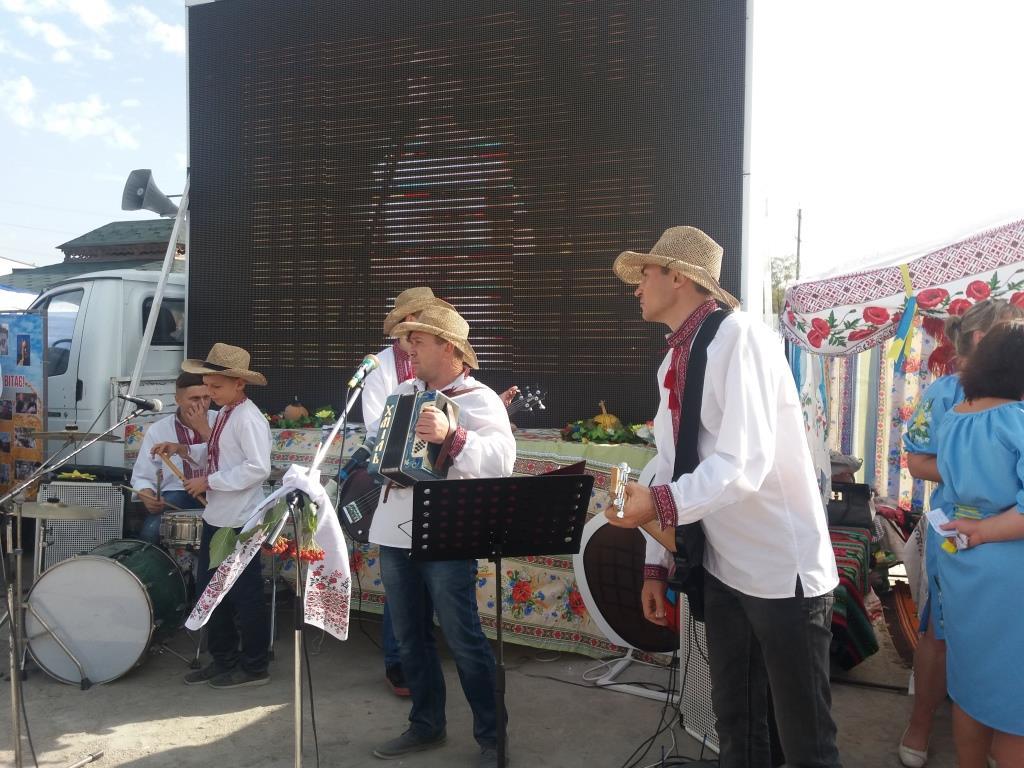 На АГРОЕКСПО кропивничан розважають музиканти (ВІДЕО)