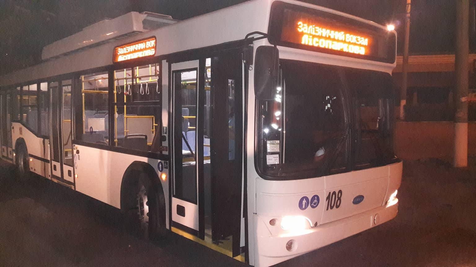 """Журналісти """"Первой городской газеты"""" перевірили, як тролейбуси їдуть до вокзалу вночі"""