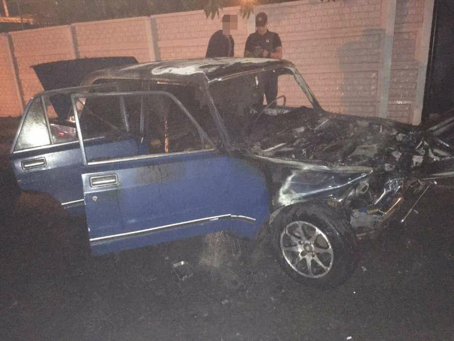 Нічний кульбіт із трьома потерпілими та пожежею автівки у Кропивницькому (ФОТО)