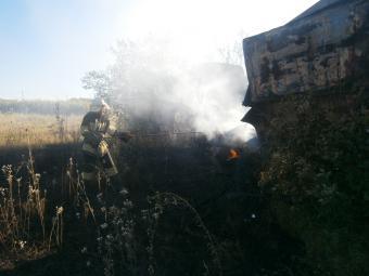 У Знам'янці в занедбаній споруді зайнялося сміття