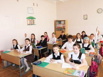 Управління освіти закупило шкільні парти на третину дорожче